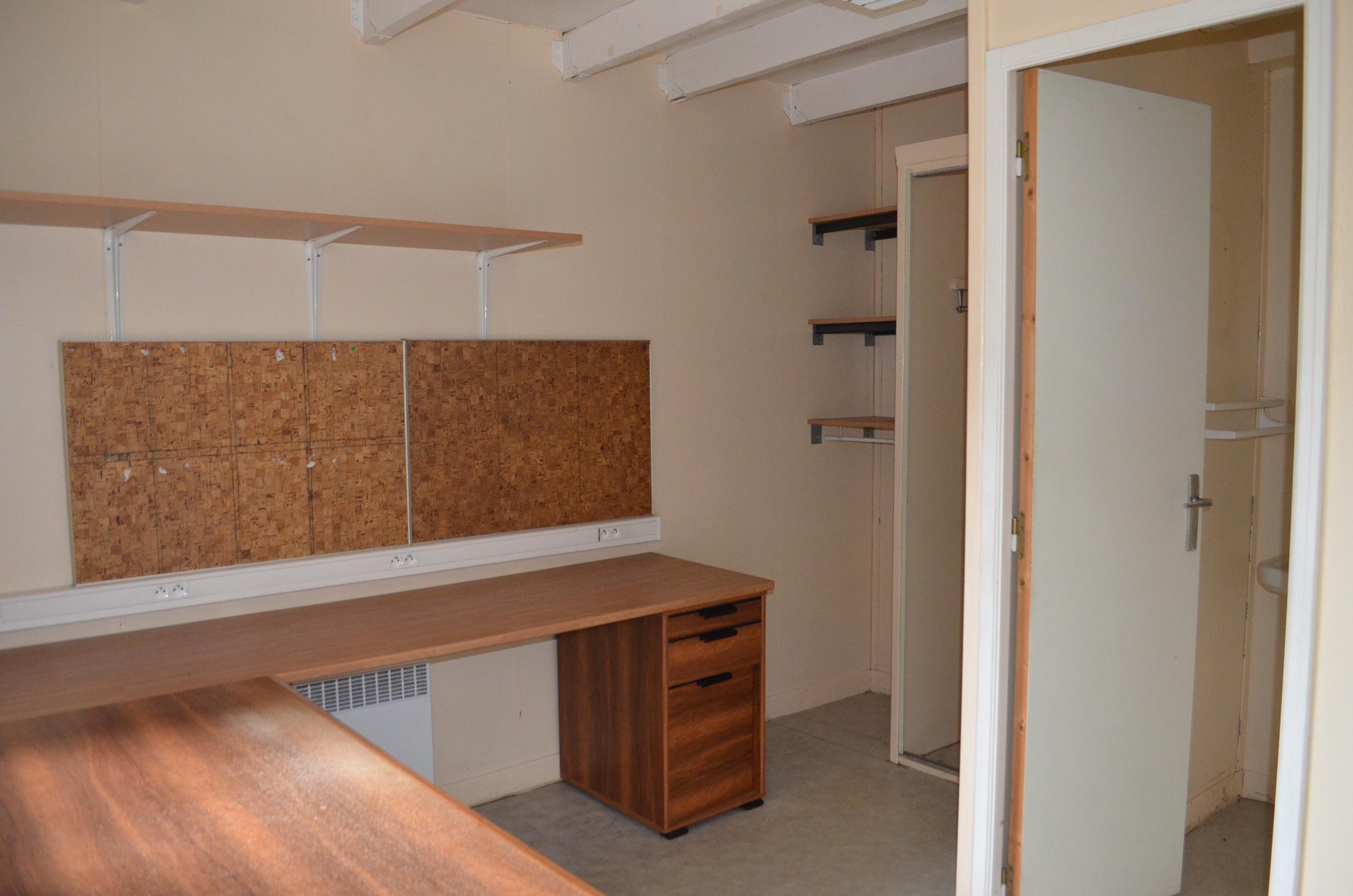 entrep t quimper ouest louer phenix transactions. Black Bedroom Furniture Sets. Home Design Ideas